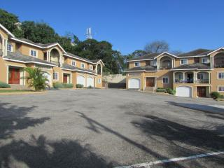 Cosy stay within  Montego Bay (SnoozeInn Jamaica) - Montego Bay vacation rentals