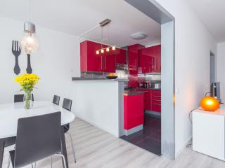 Nice Condo with Washing Machine and Television - Cascais vacation rentals