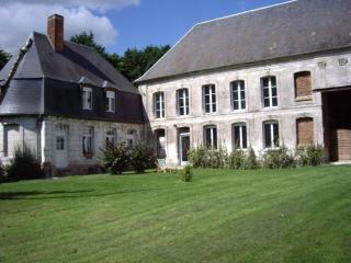 Nice House with Microwave and Washing Machine - Acheux-en-Amienois vacation rentals