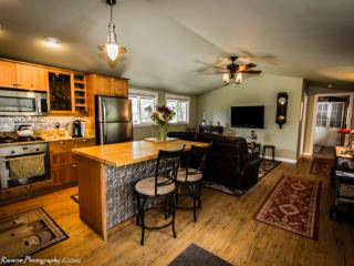 Perfect Condo with Balcony and Microwave - Mariposa vacation rentals