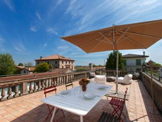 Charming 3 bedroom Due Carrare House with Internet Access - Due Carrare vacation rentals