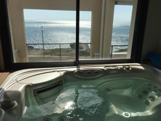 Penthouse, piscine intérieure, spa, vue mer 180° - Saint-Hilaire-de-Riez vacation rentals