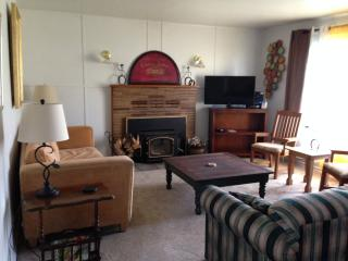 3 bedroom House with Television in Brookings - Brookings vacation rentals