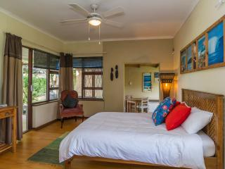 Comfortable 1 bedroom Summerstrand Apartment with Internet Access - Summerstrand vacation rentals