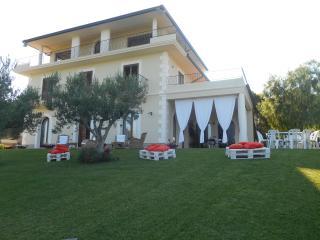 Villa al mare sulla Costa dei trabocchi - Fossacesia vacation rentals