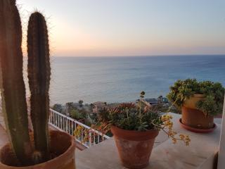 Triple room balcony sea view 2mins beach & center - Tropea vacation rentals