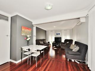 Nice House with A/C and Garage in Perth - Perth vacation rentals
