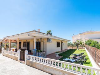 CLÍVIA - Property for 6 people in Platges de Muro - Playa de Muro vacation rentals
