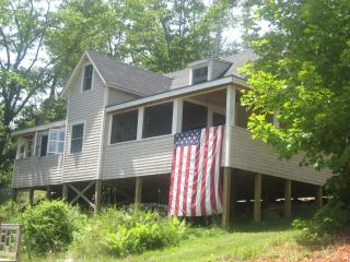 Cozy cottage overlooking Penobscot Bay near Camden - Northport vacation rentals