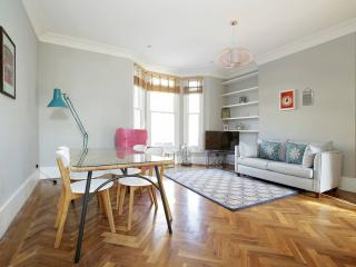 Gorgeous 2 bed off Portobello Rd - London vacation rentals