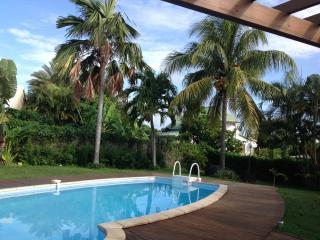ABC Villa d architecte, familiale, piscine, plage - Sainte Rose vacation rentals