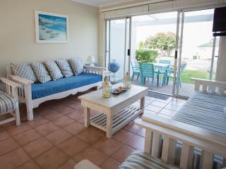 Cozy 2 bedroom Apartment in Hermanus with Internet Access - Hermanus vacation rentals