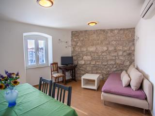 Perfect 1 bedroom Apartment in Cres - Cres vacation rentals