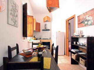 Nice 1 bedroom Castellammare del Golfo Condo with A/C - Castellammare del Golfo vacation rentals