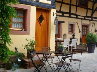 La Cour St Fulrad, meublé de charme, LE PUITS - Saint-Hippolyte vacation rentals