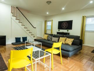 Large Modern Shangrila 15 mins from Manhattan - Jackson Heights vacation rentals