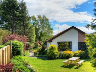 Lovely Bungalow with Internet Access and Tennis Court - Aviemore vacation rentals