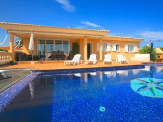 Perfect 4 bedroom Villa in Punta Prima Es with Internet Access - Punta Prima Es vacation rentals
