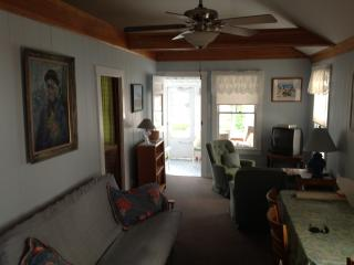 Nice Cottage with Internet Access and Wireless Internet - Ocean Park vacation rentals