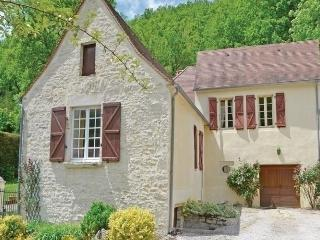 Comfortable House with Dishwasher and Short Breaks Allowed - Degagnac vacation rentals