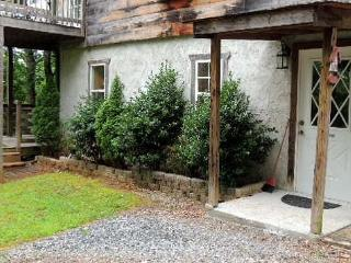 Gaestehaus Salzburg, Chickadee Studio - Lake Lure vacation rentals