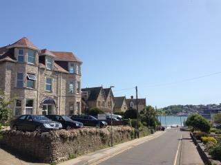 Swanage 2 bed  flat 100m to beach, with parking. - Swanage vacation rentals