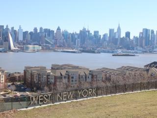 3BR   25 min to Port Authority midtown manhattan - West New York vacation rentals