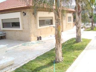 Maison de plain pied avec piscine - Atlit vacation rentals