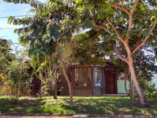 Casa em condominio com praia fronteira - Cabo Frio vacation rentals