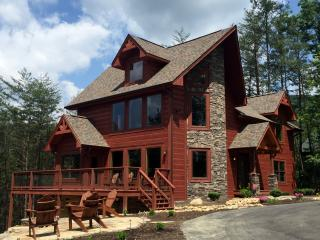 BRAND NEW LUXURIOUS 3 BR/2 BA LOG HOME, Sleeps 10! - Pigeon Forge vacation rentals