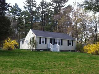 Lovely ranch on spacious property 5 mins beach! - Scituate vacation rentals