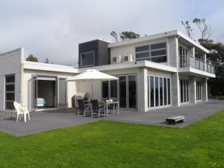 Sunny 1 bedroom New Plymouth House with Internet Access - New Plymouth vacation rentals