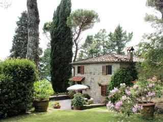 Farmhouse with 2 Bedrooms in Lucca - Lucca vacation rentals