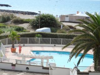 Sunny apartment with pool access - Cap-d'Agde vacation rentals