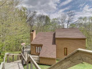 Spacious home w/ large deck, hot tub, movie room & sauna! - Killington vacation rentals