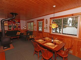 Cozy 3 bedroom Sauble Beach Cottage with Deck - Sauble Beach vacation rentals