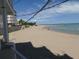 Family apartment in front of the beach - Sant Carles de la Ràpita vacation rentals