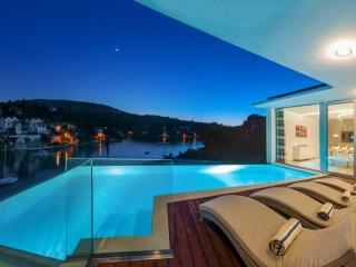BEACH FRONT LUXURY HOLIDAY VILLA WITH POOL, BRAC W - Cove Makarac (Milna) vacation rentals