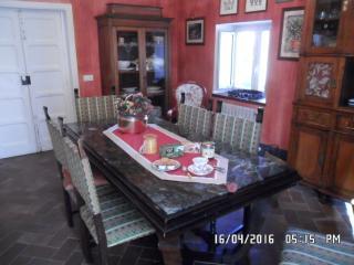 Stanza FIORDALISO in casa vacanza LA GARDENIA, borgo antico - Sant'Agata de'Goti vacation rentals