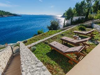 Beautiful Villa with Internet Access and A/C - Cove Makarac (Milna) vacation rentals