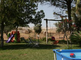 GELSOMINO Relax in campagna a 5 minuti dal mare - Cava d'Aliga vacation rentals
