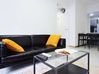 2 mins walk to MRT/CBD/2 Bedrooms - Singapore vacation rentals