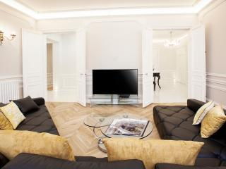 CHAMPS ELYSEES - 5BR / 4BA - 200m2 - TRIANGLE D'OR - Paris vacation rentals