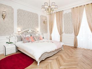 CHAMPS ELYSEES - 5BR / 4BA - 200m2 - TRIANGLE D'OR - Paris vacation rentals