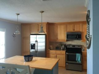 2/1 Florida condo on canal/bay - Saint Petersburg vacation rentals