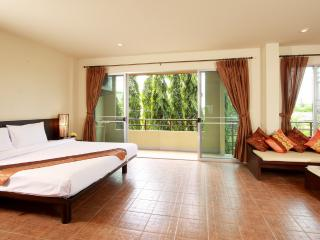 Deluxe Studio at Chaofa West Studios-Phompassorn - 1 - Chalong vacation rentals