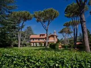 Spacious 5 bedroom Villa in Grottaferrata with Internet Access - Grottaferrata vacation rentals