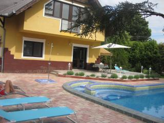 Hannabella Apartmanház with pool and garden - Zamardi vacation rentals