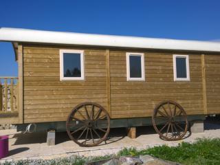 Roulotte Moorea - Perpignan vacation rentals