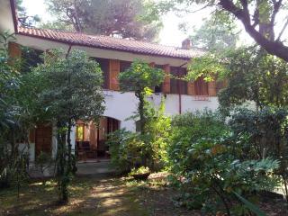 Villetta a 2 piani, giardino, ottima posizione - Marina Romea vacation rentals
